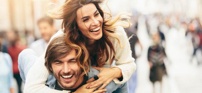 Как понять, что ты нравишься парню: 30 признаков мужской симпатии