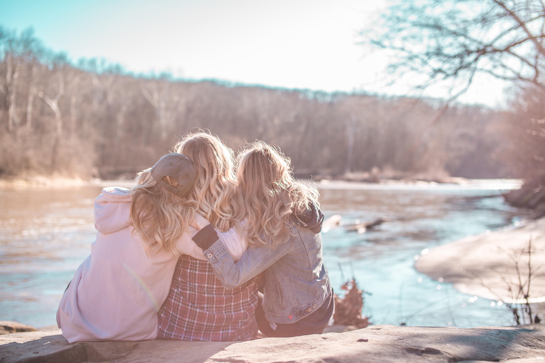 Женская дружба: что это такое, бывает ли она, суть с точки зрения психологии