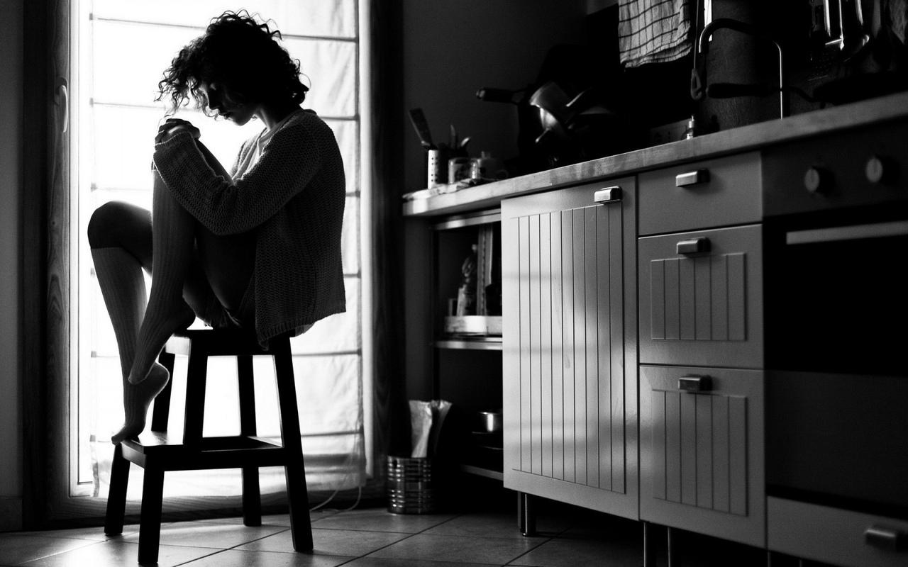 Как забыть человека, которого любишь: отвязаться от мужчины помогут советы психолога