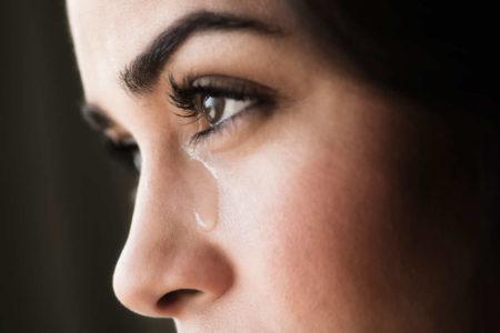 Как научиться сдерживать слезы и не заплакать от обиды, когда очень хочется