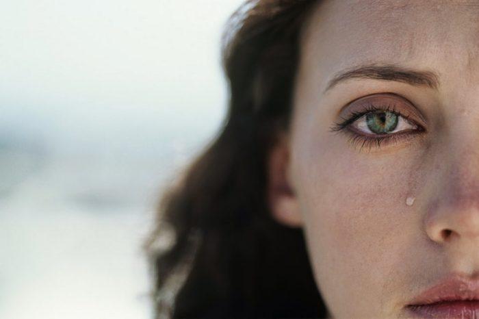 как научиться сдерживать слезы на людях