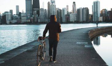 Экзистенциальный кризис: что это такое, симптомы, как преодолеть, в каком возрасте возникает
